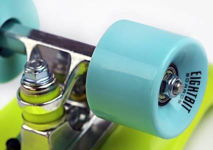 plastic-retro-skateoard