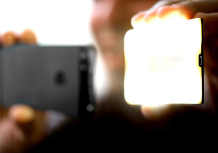 Wireless flash for iPhone